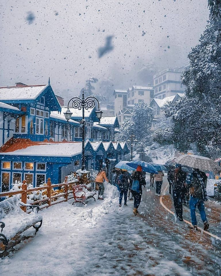 The White Canvas Of Shimla S Ridge Road Flanked By Charming Colonial Era Buildings And Churches. (2)